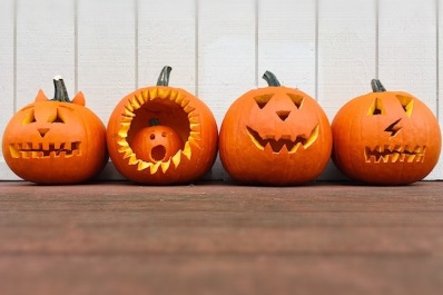 Stock-HalloweenPumpkins-t20_knkgvE